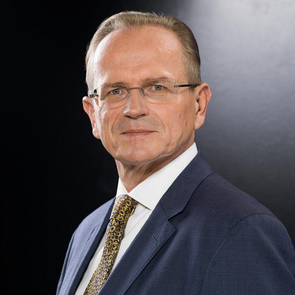 Rechtsanwalt Dr. Andreas Dymke in Portrait bei Fotograf Yaph Trier